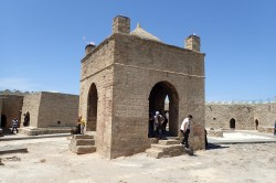 Ateshgah Fire Temple and Yanardag Burning Mountain day tour
